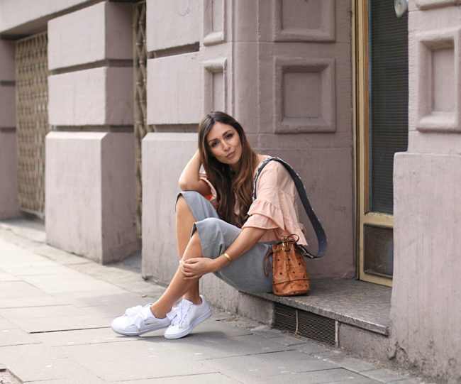 Puma Bow Sneaker, graue Culotte, Frühlings Outfit