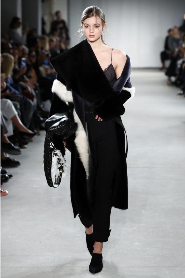 Berlin Fashion Week, Dorothee Schumacher, Mantel mit Fell Applikationen